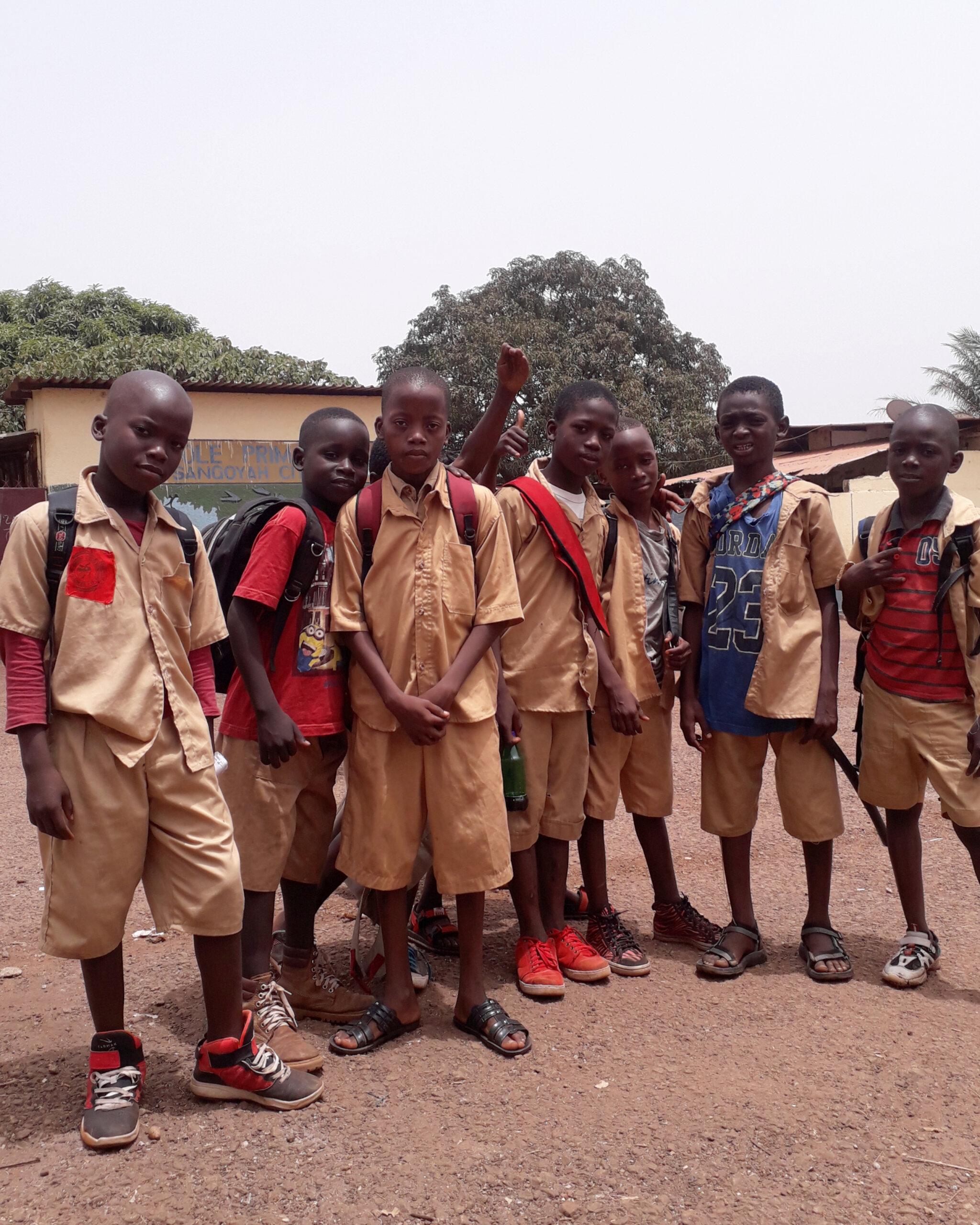 Schulkinder-in-Guinea-KIRA